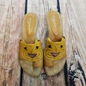 Art effects heeled cat sandals